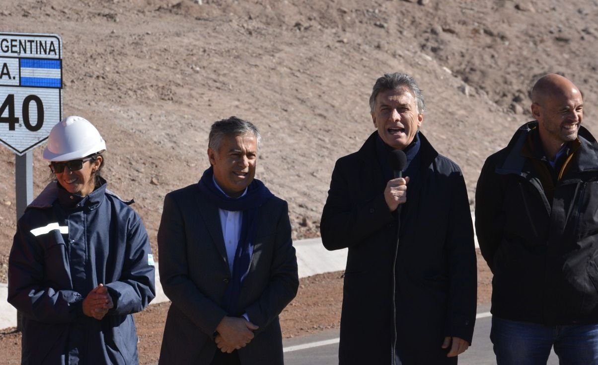 Macri y Cornejo inauguraron el nuevo tramo de la Ruta 40