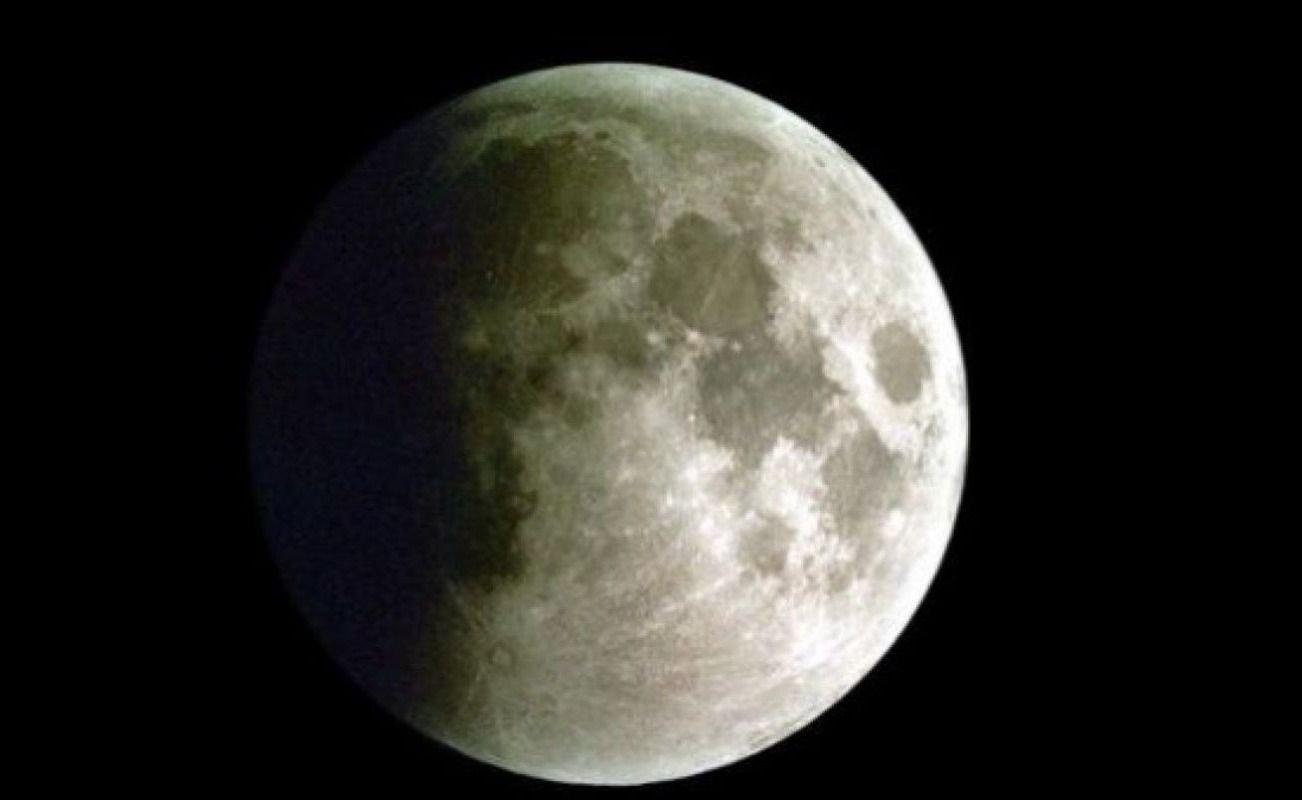 El eclipse parcial de luna cautivó a los mendocinos