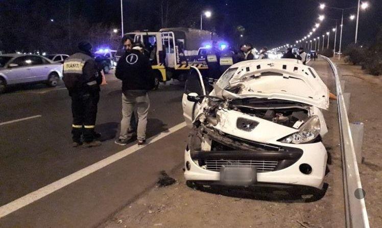 Un conductor ebrio chocó contra un control policial en el Acceso Sur