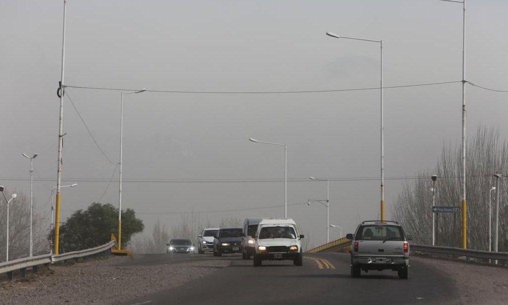 La Ruta Nacional 7 se encuentra intransitable por el viento Zonda