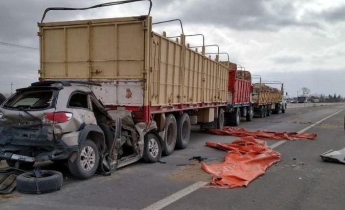 Accidente múltiple dejó a un conductor con graves heridas