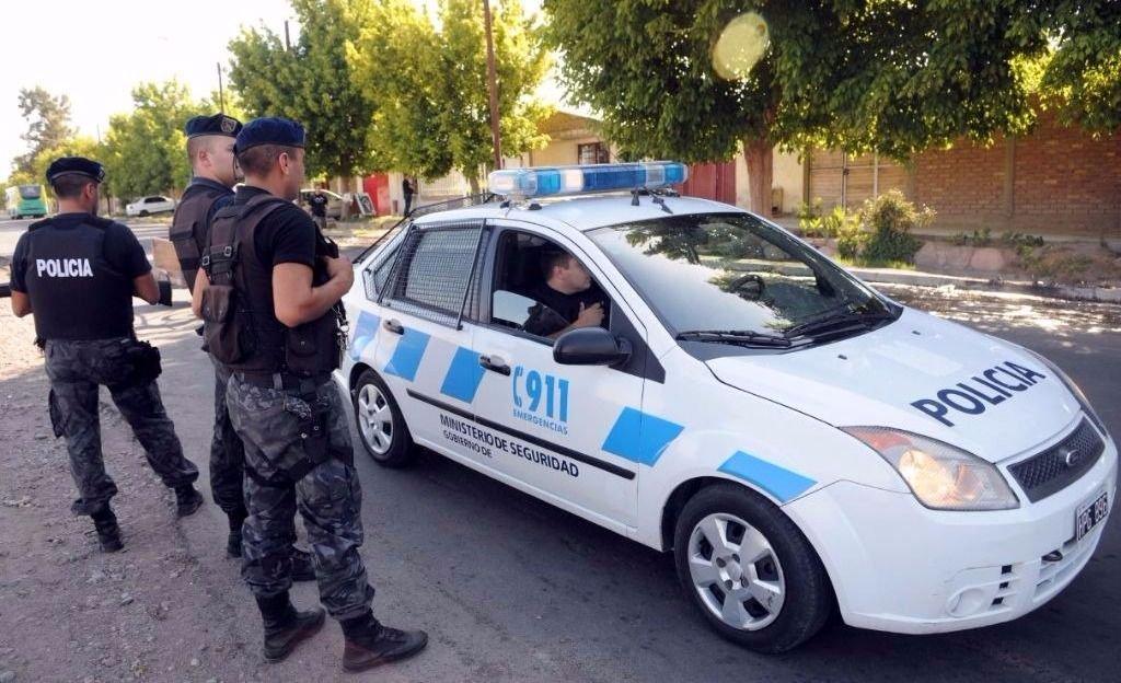 Hirieron de un machetazo a un policía en un allanamiento en Godoy Cruz