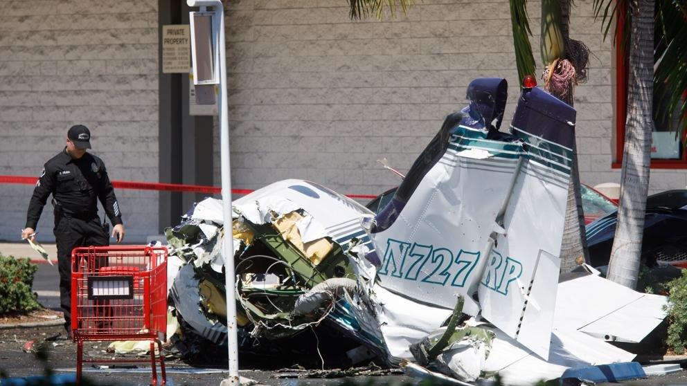 Mueren cinco personas al caer una avioneta en California