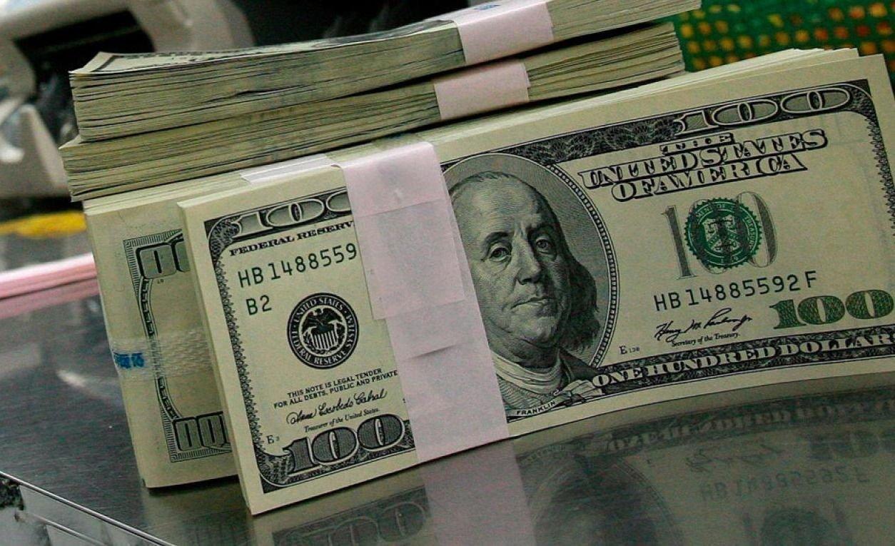 El dólar cotiza a $57 con intervención del Banco Central