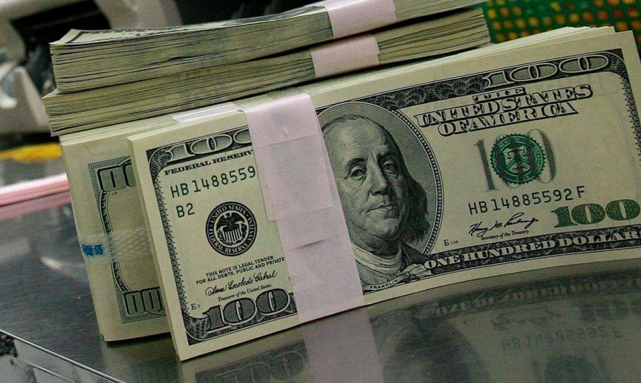 Luego de una intervención del BCRA, el dólar cerró a $57 en el Banco Nación