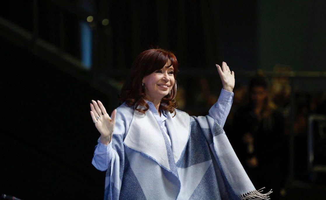 Cristina Fernández de Kirchner regresa al país, retoma su agenda y presenta su libro en La Matanza