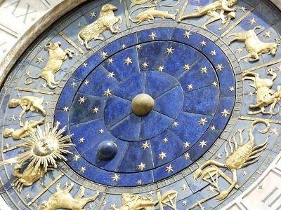 luna-llena-horocopo-de-hoy-signos-predicción-negro