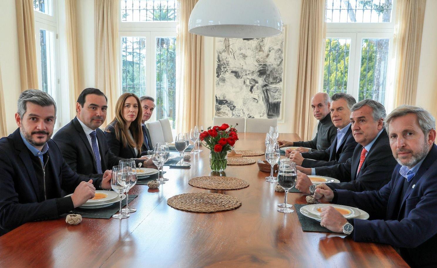 Sin Cornejo, Macri analizó la campaña con gobernadores oficialistas