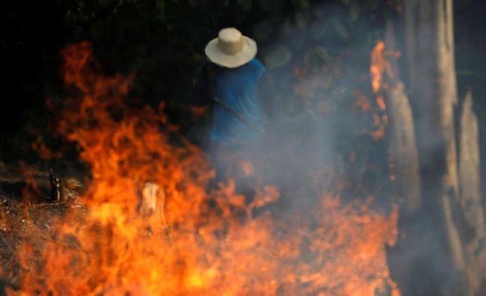 Bolsonaro acusa a las ONG por los incendios en la Amazonía