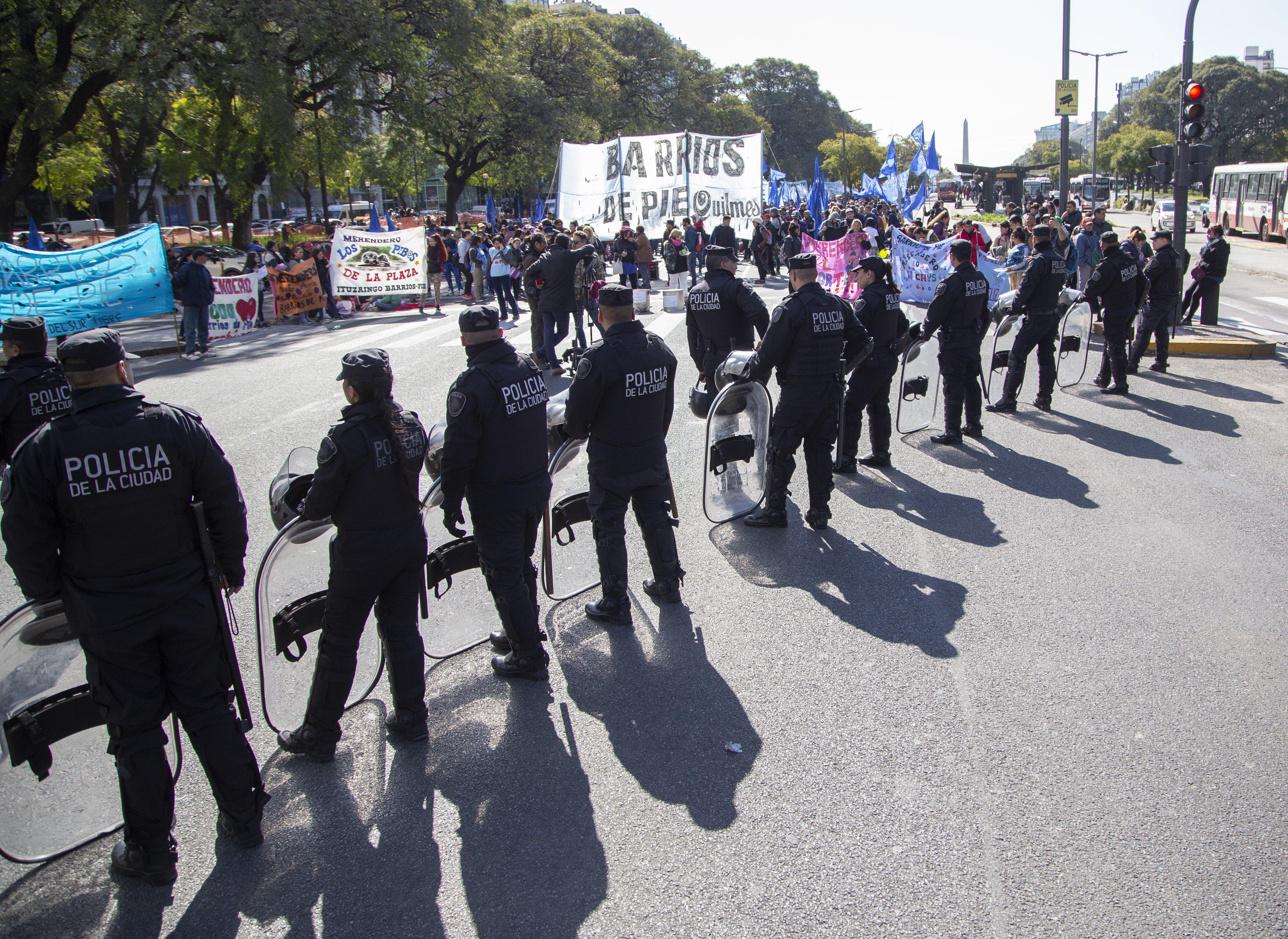 """Buenos Aires """"Polentazo"""" Obelisco marcha Infantería disturbios"""