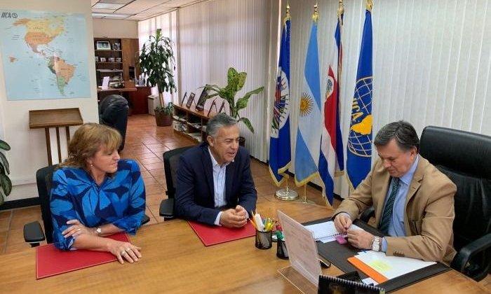 Cornejo analizó temas agrícolas y turísticos en su visita a Costa Rica