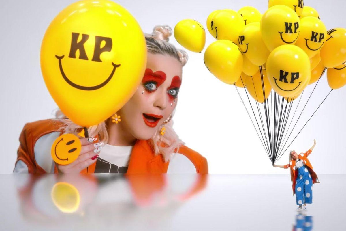 "Katy Perry estrenó el alegre video musical de ""Smile"""