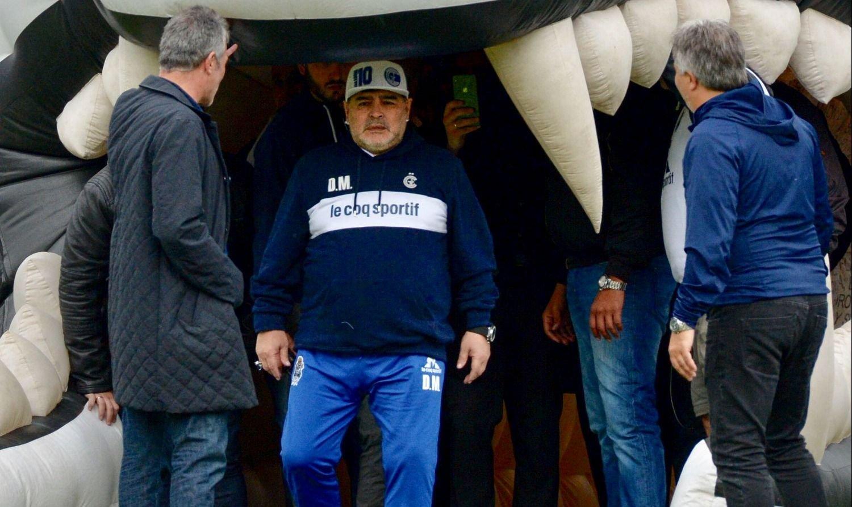 Hinchas de Gimnasia se movilizaron para que Maradona regrese al club