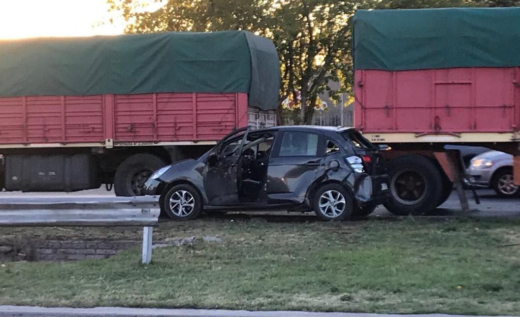 Las Heras | Un auto y un camión chocaron en Acceso Norte y Pascual Segura