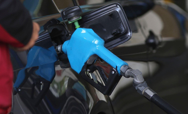 Los empresarios de combustibles aseguran que continúa el congelamiento de naftas