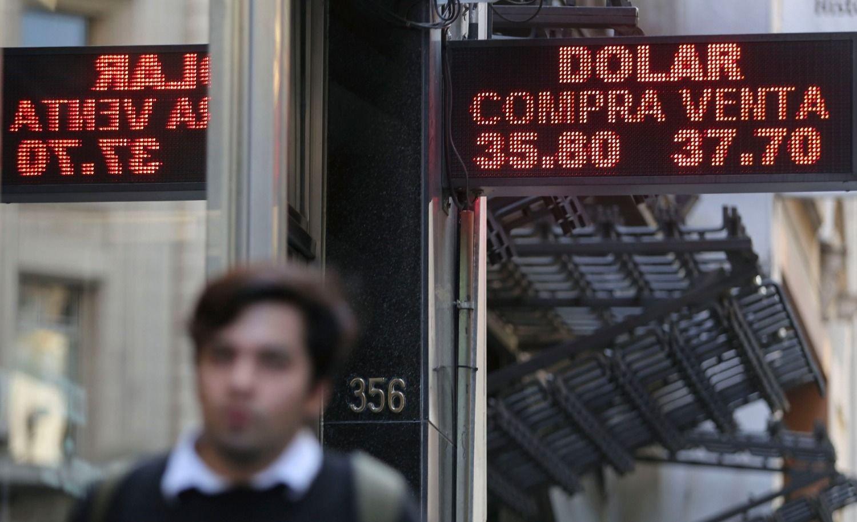 El dólar cerró por debajo de los $38