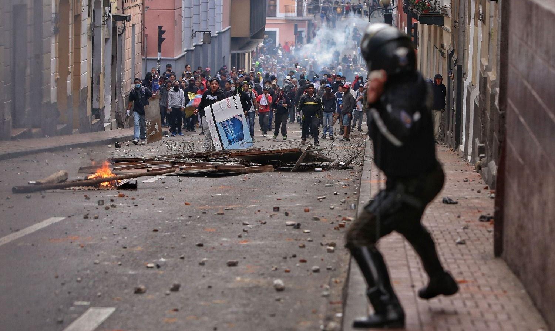 Ecuador al rojo vivo: el Gobierno decretó el toque de queda y la militarización