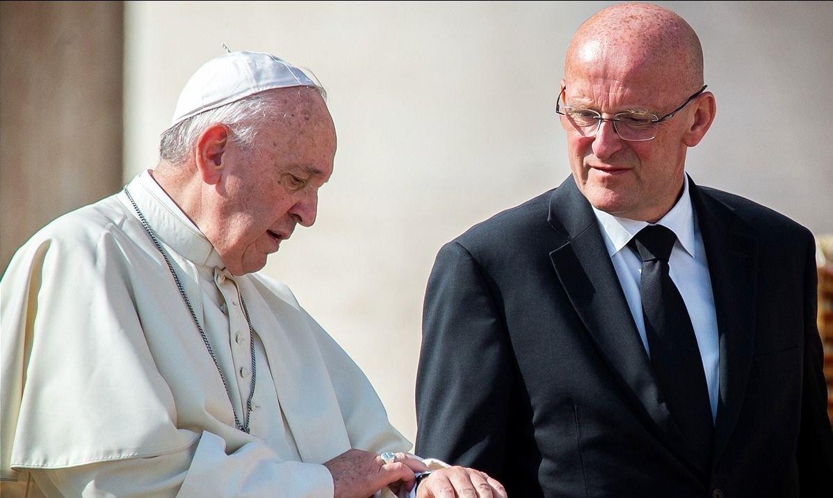Escándalo en el Vaticano: renunció el jefe de seguridad del papa Francisco