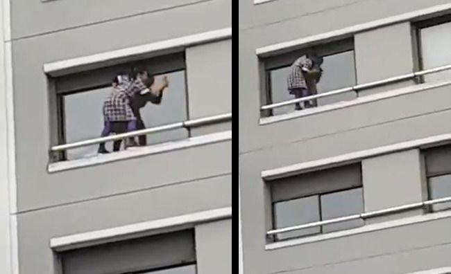 Indignación en redes por empleada que limpia vidrios en un 6º piso