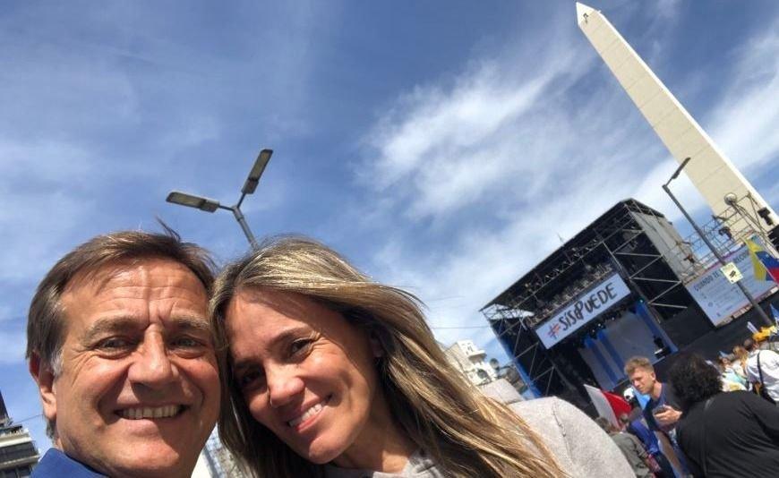 Rodolfo Suarez dio el presente en el Obelisco para acompañar a Macri