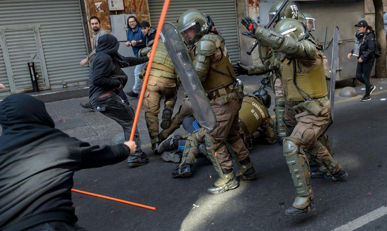 Continúa la violencia en Chile y el Gobierno renovó el toque de queda