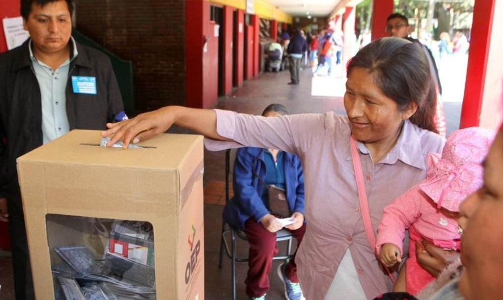 Bolivia elige presidente y unos 15 mil ciudadanos votan en Mendoza