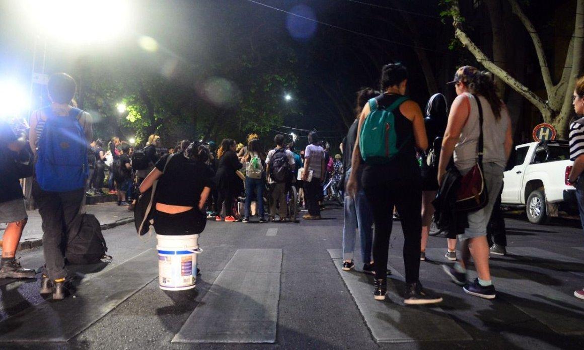 Serios incidentes entre la Policía y manifestantes en la Plaza Chile: hay varios detenidos