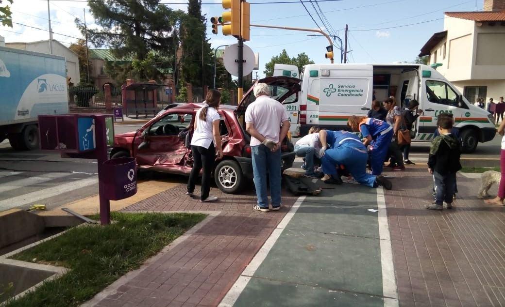 Godoy Cruz: grave accidente dejó a tres mujeres heridas