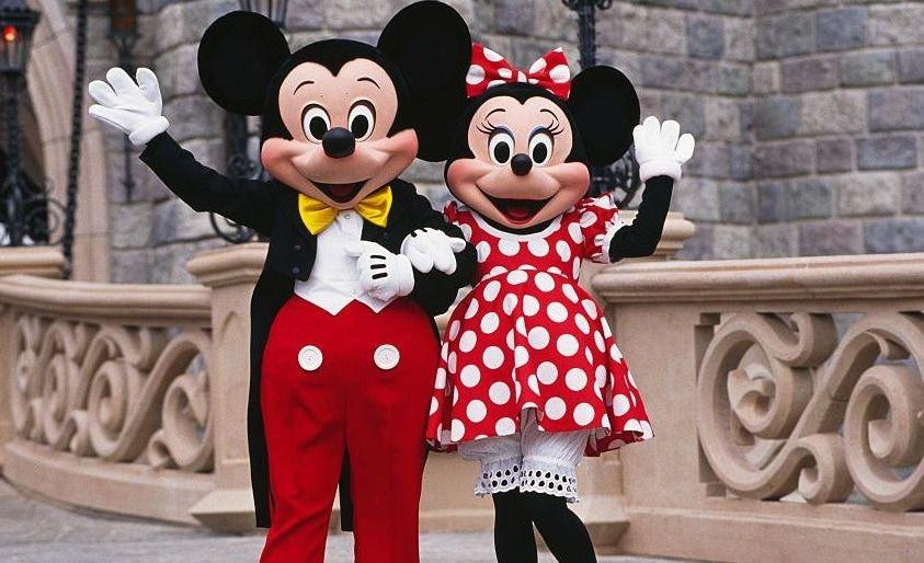 Pobre Mickey: Un hombre le propuso matrimonio a Minnie