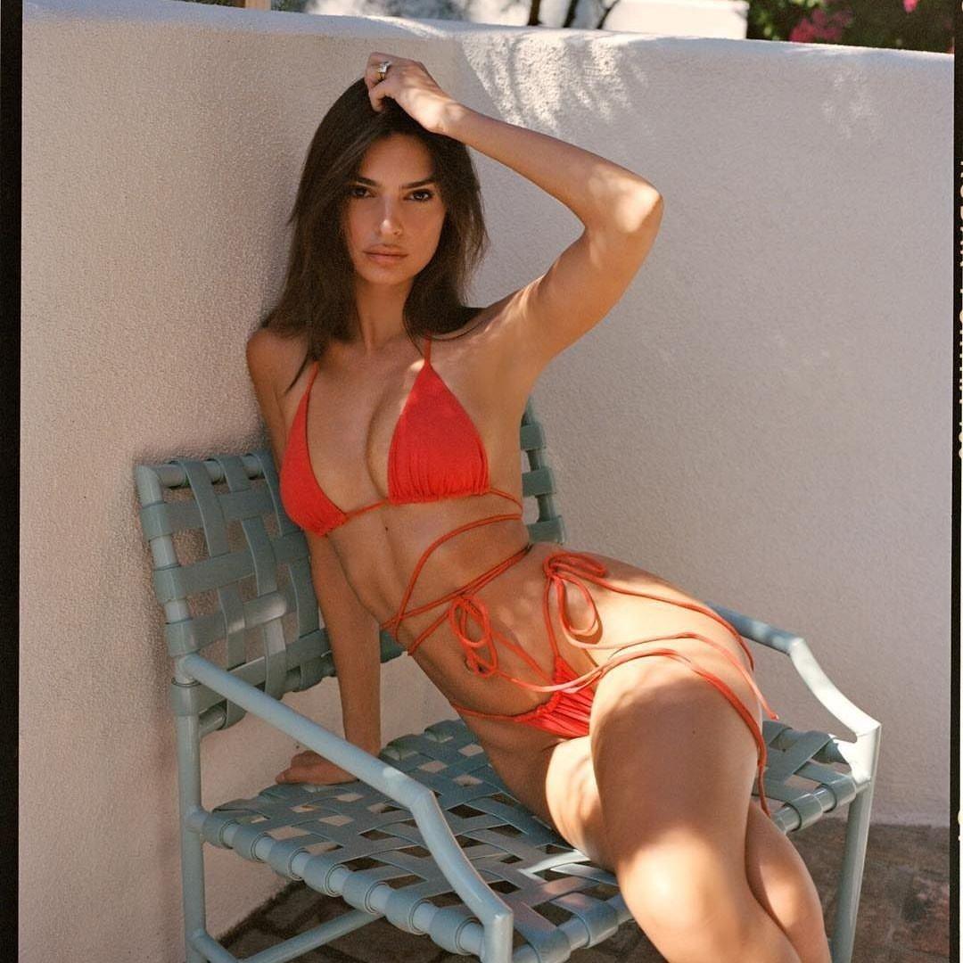 Emily-Ratajkowski-tanga-desnuda-video-hot-marca-bikini-sexy-porno