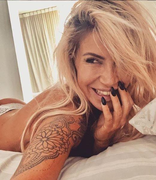 florencia-peña-instagram-hot-selfie-cama-foto