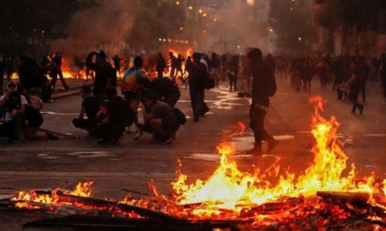 Otra jornada de tensión golpeó a Chile