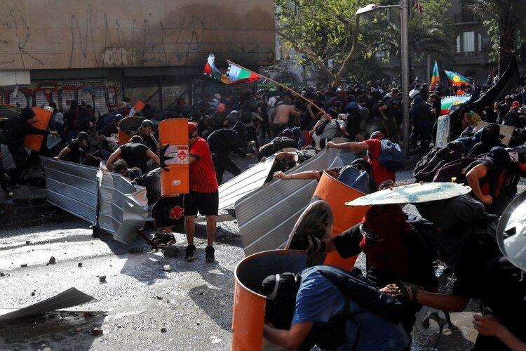 Chile Santiago de Chile enfrentamientos Sebastián Piñera Constitución