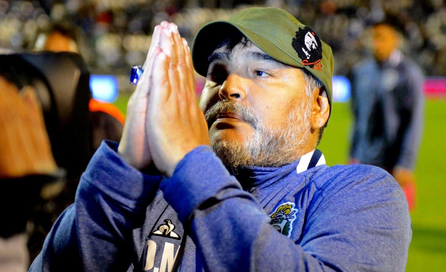 Estallaron los memes en las redes sociales tras la renuncia de Maradona en Gimnasia