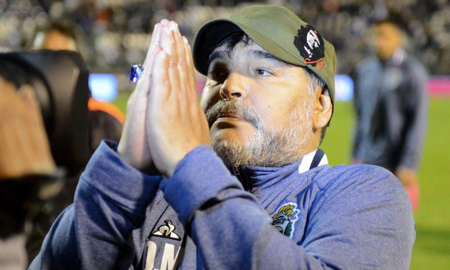 Confirmado: Maradona seguirá siendo el DT de Gimnasia La Plata