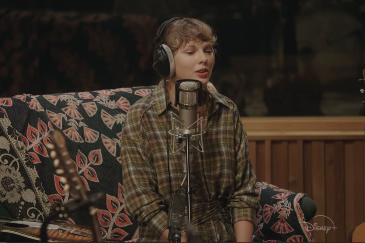 """Taylor Swift presenta un show íntimo de """"folklore"""" en Disney+"""