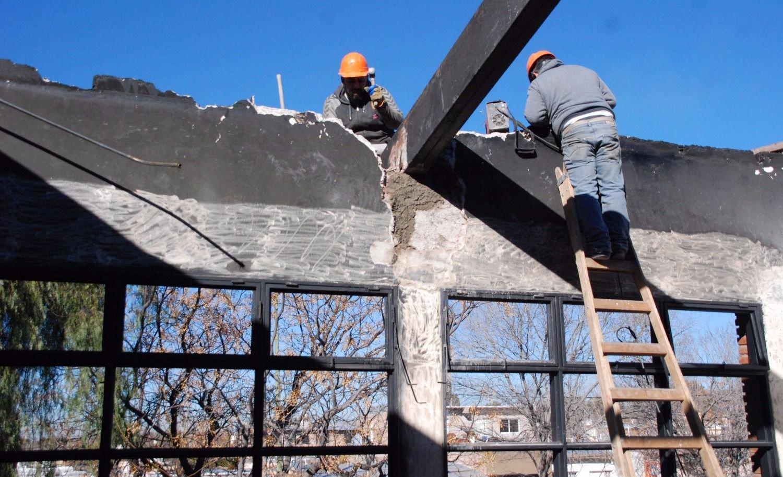 Arreglan techos de escuelas y anuncian más obras