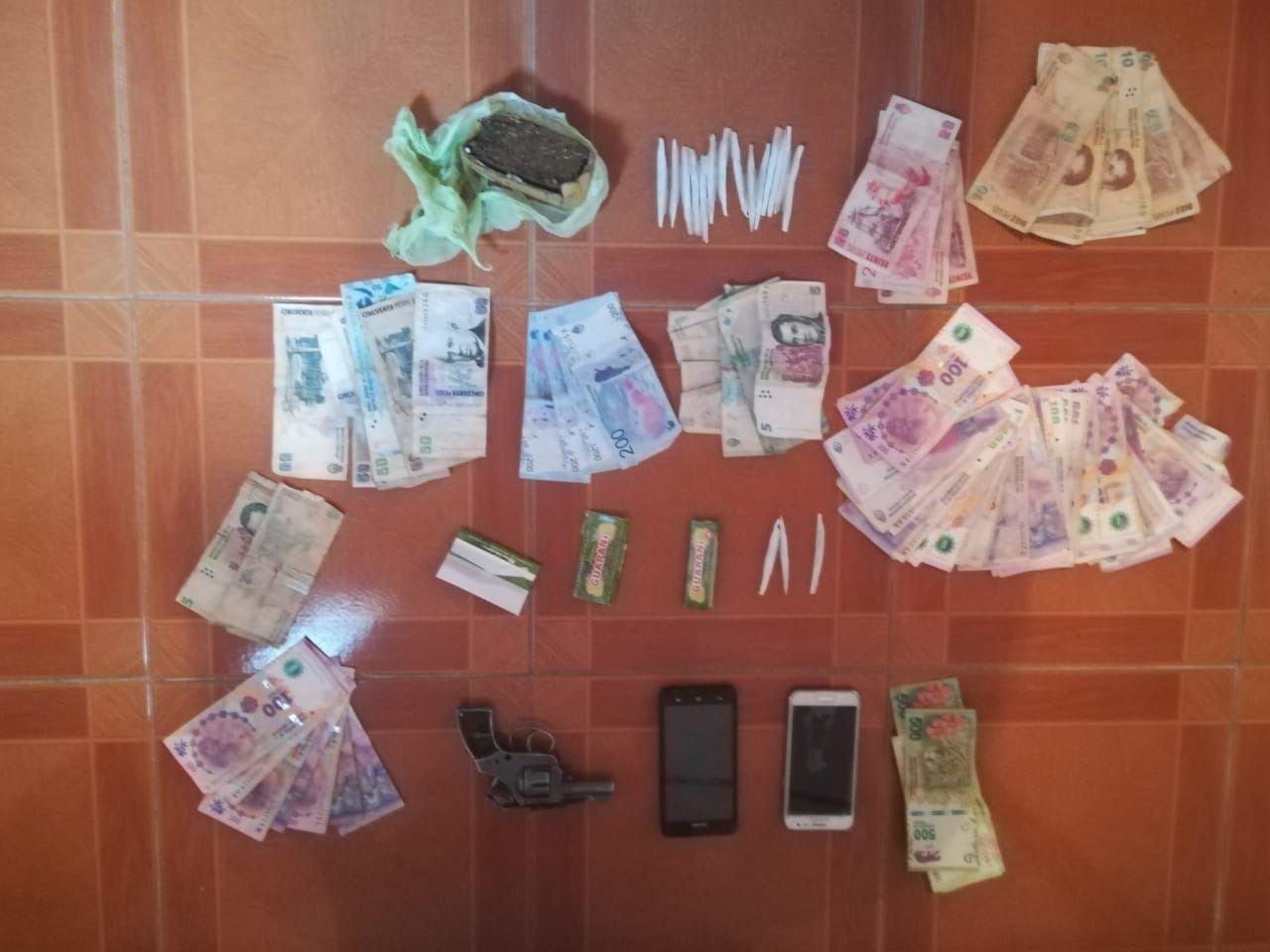 allanamiento-mendoza-policia-droga-fotos-operativo-merca-detenidos-narcos-plata