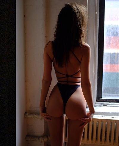 hot-Emily-Ratajkowski-porno-fotos-video-xxx-sexo-desnuda-famosa-modelo-