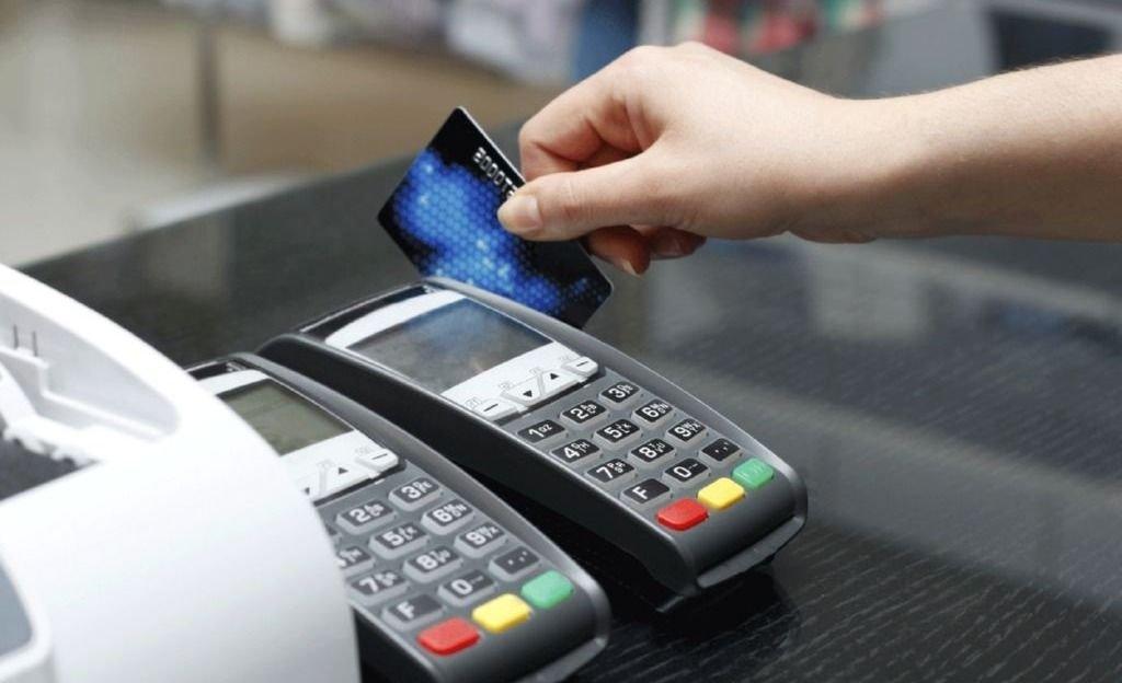 ¿Es obligatoria la aceptación de las tarjetas de crédito y débito?