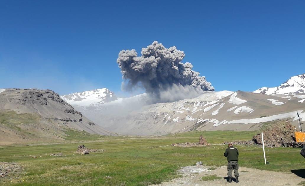 Alerta amarilla por la actividad volcánica en el Peteroa