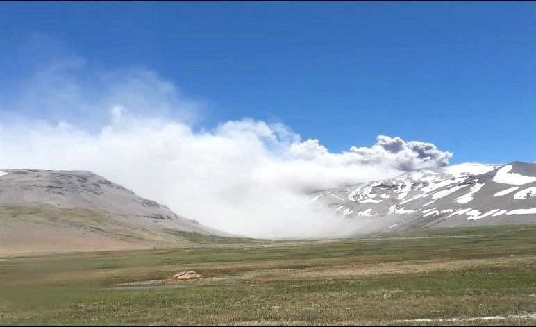 Las cenizas del volcán Peteroa contaminaron el agua de un puesto de Gendarmería